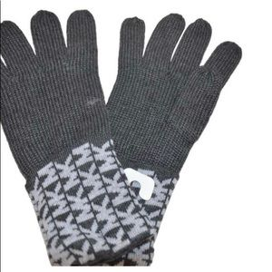 NWT Michael Kors Signature Derby Grey Knit Gloves